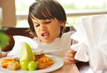 صورة طرق بسيطة لتشجيع الأطفال على أكل الخضروات والفاكهة