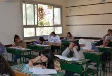 صورة معلم لغة عربية: امتحان «الثانوية» من داخل الكتاب المدرسى