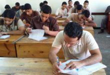 صورة طلاب الثانوية يبدأون امتحان الكيمياء والجغرافيا.. وتفتيش أثناء سير الاختبار
