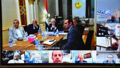 صورة لجان من الإدارات التعليمية للإشراف علي تسليم الأبحاث