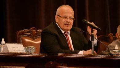 صورة رئيس جامعة القاهرة يعلن استئناف العمل في فرع الجامعة بالخرطوم