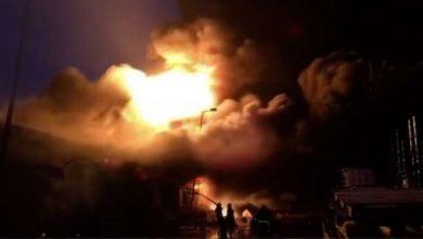 صورة الحماية المدنية في 4 محافظات تسيطر على حريق ضخم في مصنع كيماويات بالمنوفية